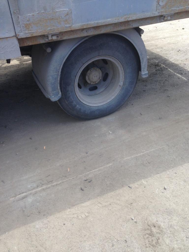 напарникам представится инструкция по замене колеса грузового автомобиля Зодиака Близнецы